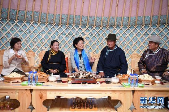 刘延东率中央代表团二分团赴赤峰 呼伦贝尔 乌兰察布看望慰问各族干部群众