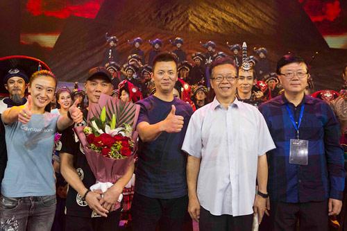左起:副总导演罗丽、总导演元德、总制作人兼总导演范万龙、中国舞蹈家协会主席冯双白、文学总监杨启舫