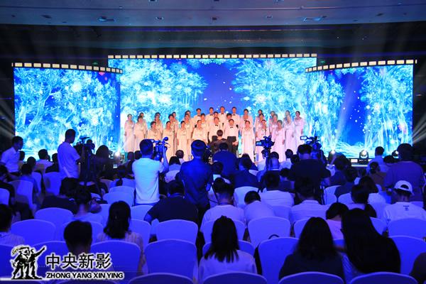奥运之家合唱团演唱冬奥主题歌曲《心愿》