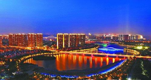 五缘湾内五座大桥的夜景打造出光影交错、水色天光的迷人场景。