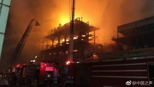 中石油大连石化分公司今晚发生火灾 无人员伤亡