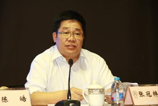 《聚天下英才而用之》编写组负责人、中国社会科学院人事教育局局长张冠梓介绍新书