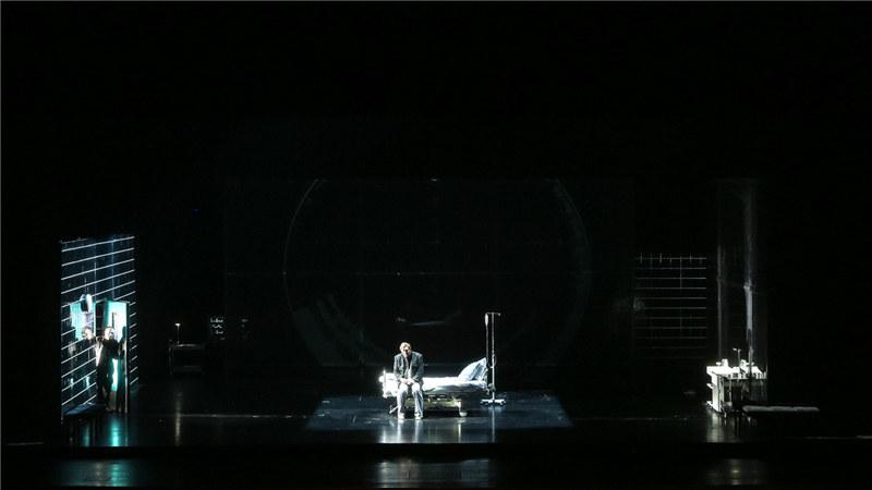 第三幕场景集中在特里斯坦的病房 王小京/摄