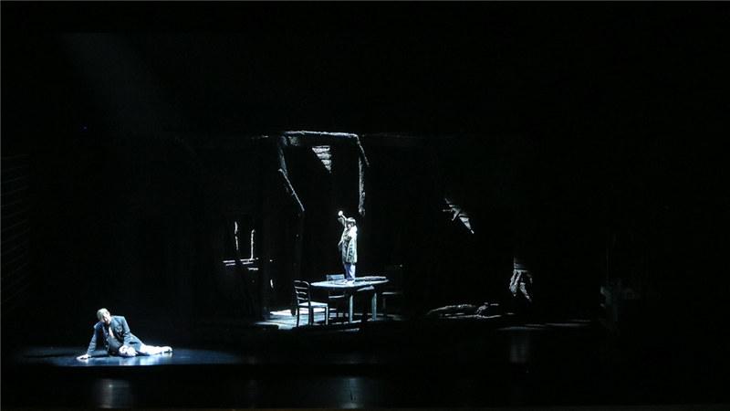 特里斯坦的父亲也出现在舞台上 王小京/摄