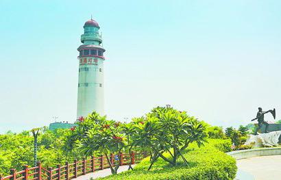 ▲灯塔公园的改造提升融入了海洋元素与金砖五国的文化,还把以前的观海平台改造为海之梦广场。(通讯员 陶卉 摄)