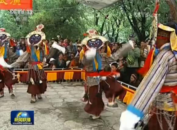 西藏各族群众欢度雪域高原最知名传统节日--雪顿节