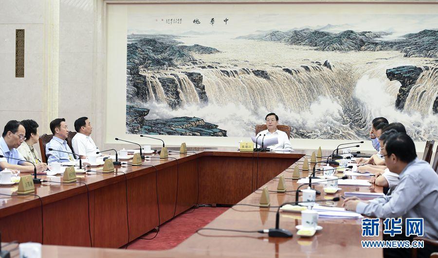 8月31日,十二届全国人大常委会第一百次委员长会议在北京人民大会堂举行,张德江委员长主持会议。