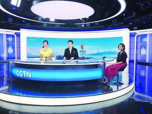 杨璟参加直播节目