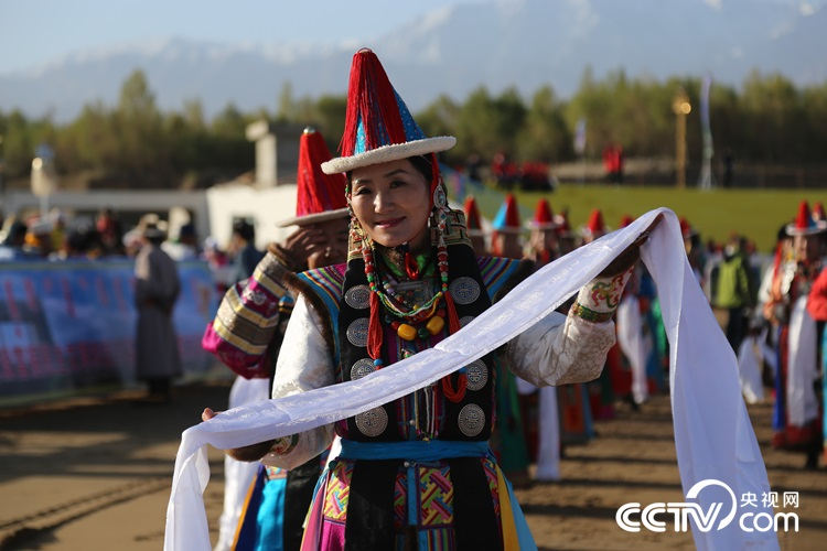 Mongolian representatives from Gansu, Qinghai, Inner Mongolia and Xinjiang gathered here, dancing and singing, to celebrate the grand festival.