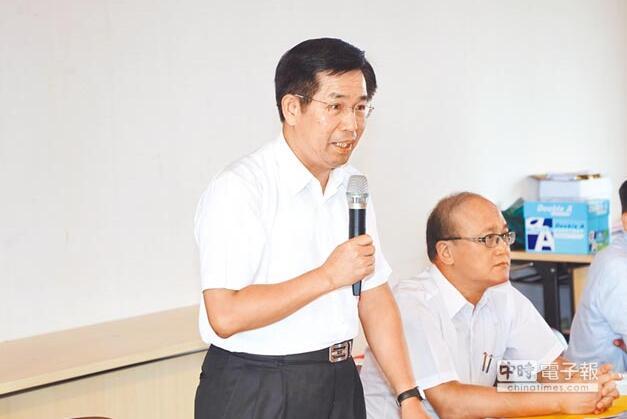 """台教育主管部门潘文忠(左),呼吁""""课审会代表""""回归语文专业领域,审慎思考"""