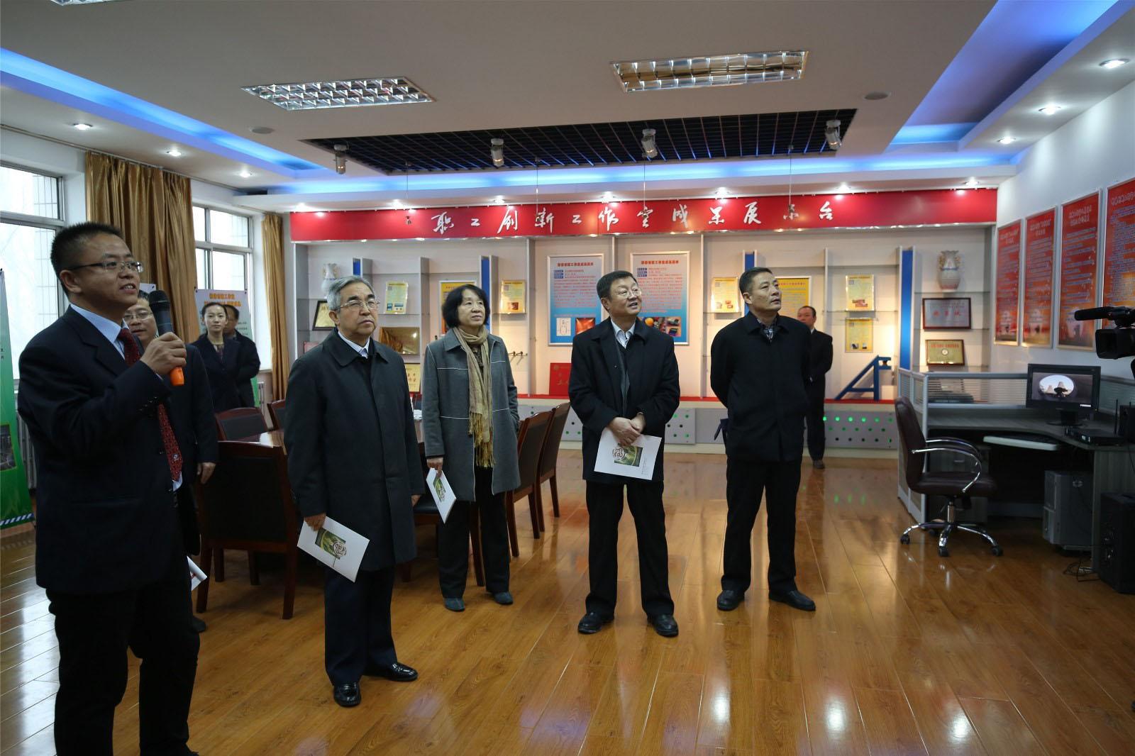 内蒙古职工发来的内蒙古自治区推进职工创新工作室建设现场会精彩瞬间