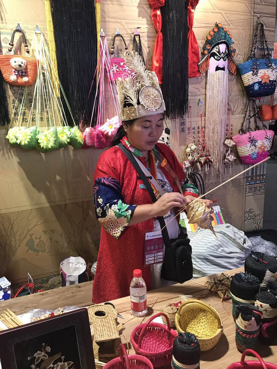 Artist from Hebei, China presenting her straw braiding skill at the expo.( Photo/ Qian Ding)