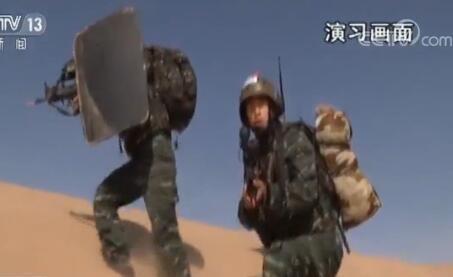驻疆武警部队组织大规模反恐实兵演习