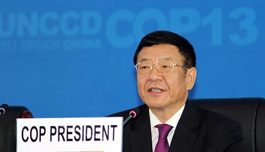 中国国家林业局局长张建龙主持会议。