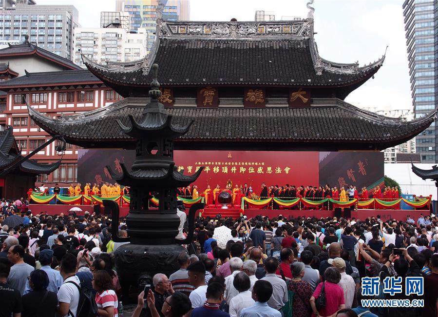 9月17日,上海玉佛寺举行大雄宝殿整体平移顶升即位感恩法会。新华社记者 任珑 摄