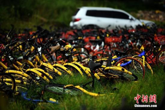 9月9日,现场堆积如山的共享单车