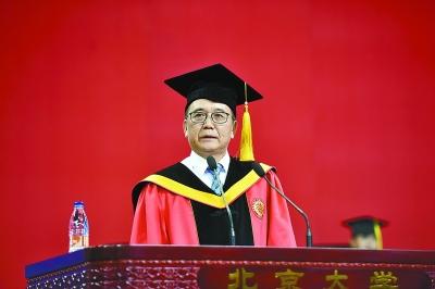 北大校长林建华在开学典礼上致辞