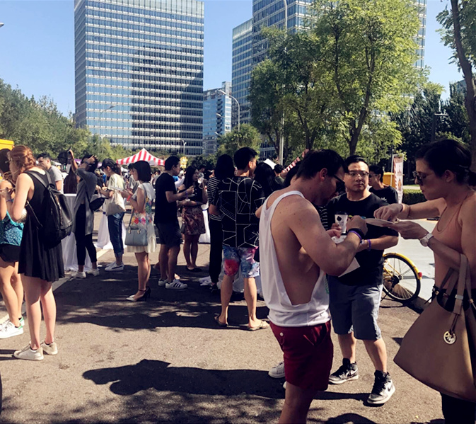 Attendees enjoying food. (Photo/Qian Ding)