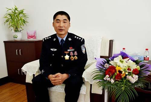 杨光磊:勇敢忠诚铸警魂