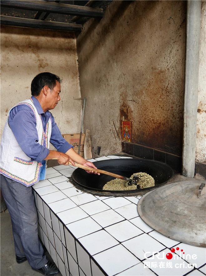 土锅炒咖啡豆