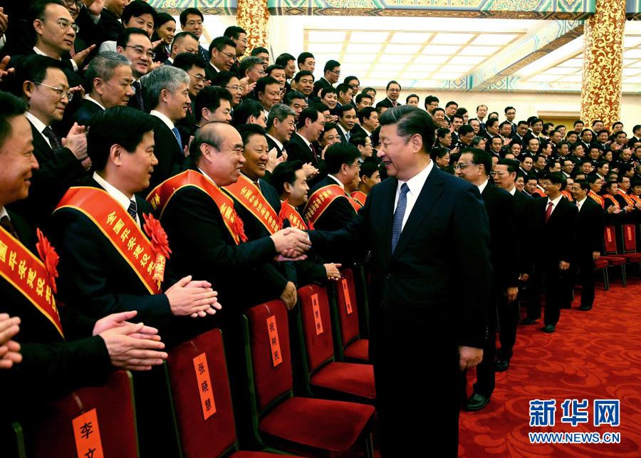 9月19日,全国社会治安综合治理表彰大会在北京人民大会堂举行。会前,习近平、李克强、张高丽等会见与会代表。 新华社记者 姚大伟 摄