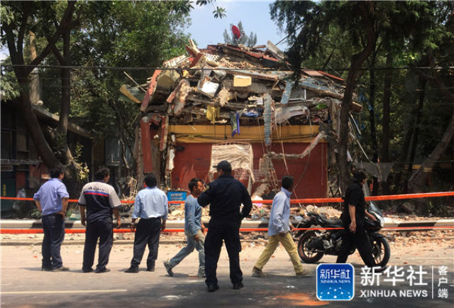 ↑这是9月19日在墨西哥首都墨西哥城拍摄的在地震中损坏的房屋。