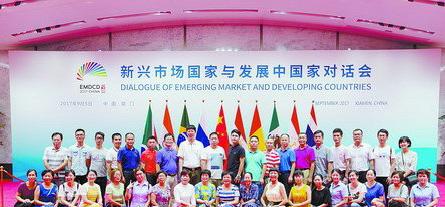 湖里区总工会组织在职劳模、街道工会主席到举办厦门会晤的国际会议中心参观。