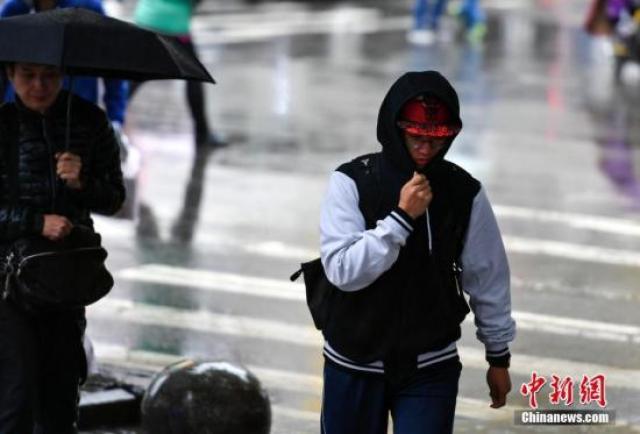 资料图:降温天气。 中新社记者 刘新 摄