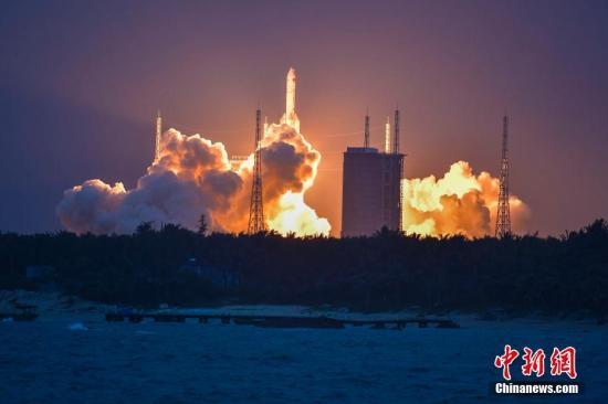 图为长征五号遥二运载火箭升空瞬间(资料图)。中新社记者 骆云飞 摄