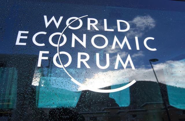这是1月16日在瑞士达沃斯拍摄的世界经济论坛标志。(新华社记者徐金泉摄)