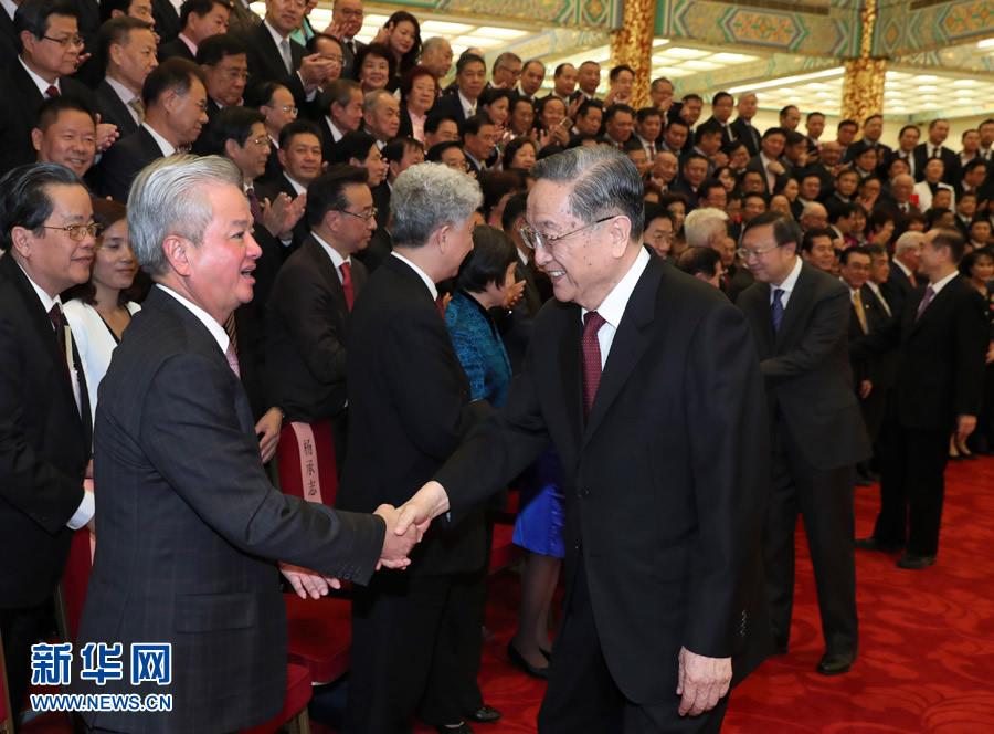 9月28日,中共中央政治局常委、全国政协主席俞正声在北京会见出席中国海外交流协会第六次会员大会的全体代表,并发表讲话。 新华社记者庞兴雷 摄
