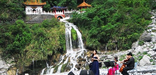 太鲁阁峡谷音乐节的特色是,天地山水即为舞台。(图片来源于台湾观光部门网站)