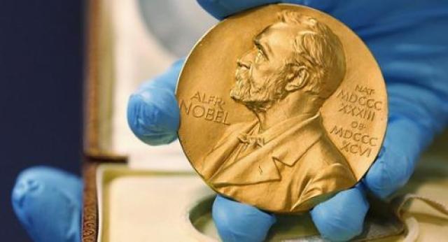 ↑资料图:诺贝尔奖奖牌(图片来源:美联社)