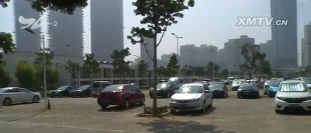 大批自驾车游客抵厦 景区附近停车场吃紧厦门广电网www.btnxm.com.cn