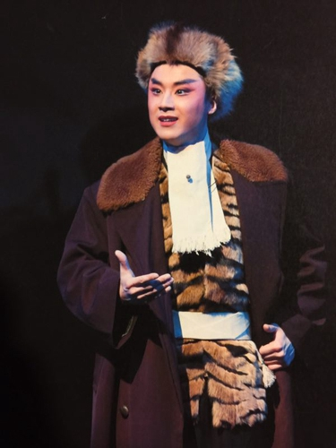 蓝天在《智取威虎山》中饰杨子荣