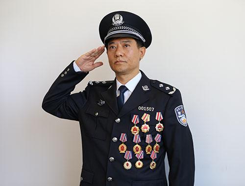 """刘忠义:战斗在一线的""""国家级刑侦专家"""""""