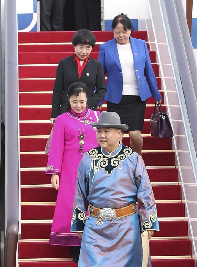 مندوبو المؤتمر الوطني الـ19 للحزب الشيوعي الصيني يتوافدون على بكين