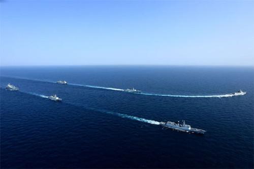 2015年8月23日,中国海军第二十批(上)、第二十一批护航编队在亚丁湾西部海域分航。