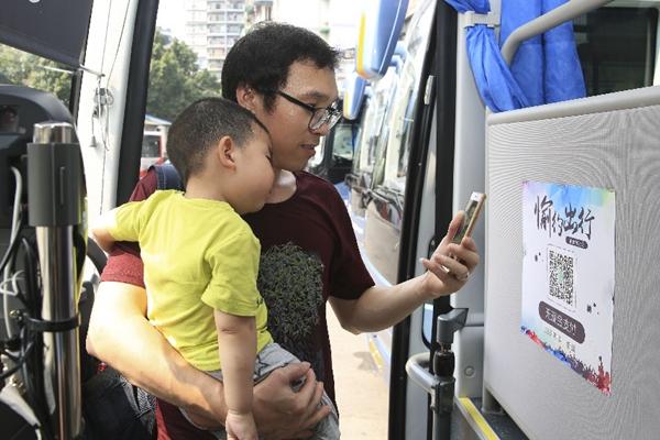 اتجاه الدفع غير النقدي من خلال الهواتف الذكية يزداد رسوخا في الصين