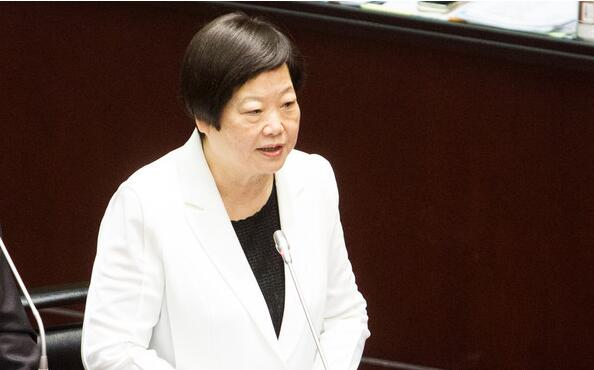 """台当局""""国发会主委""""陈美伶日前提案引进海外白领人才,不少网友表示,""""台湾人才必定被排挤,而且台湾求职者将因此被贬值""""""""出走台湾才是唯一解""""。"""