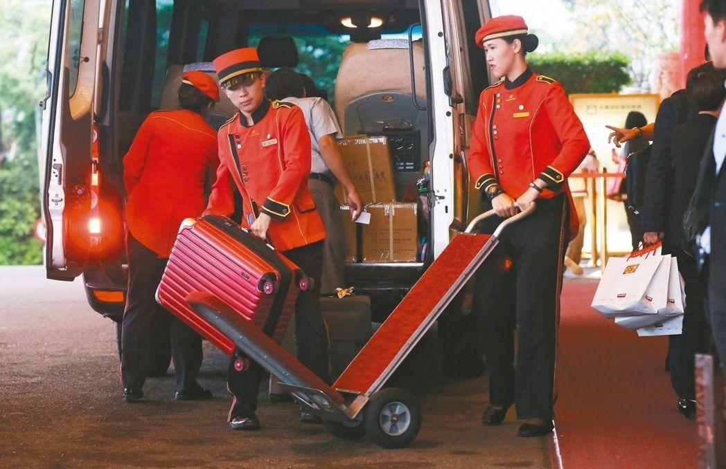 陆客大减冲击观光业,近来传出有八十八家旅馆求售。(图片来源:台湾《联合报》)