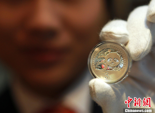 资料图为此前发行的面值3元的银币。中新社发 王中举 摄