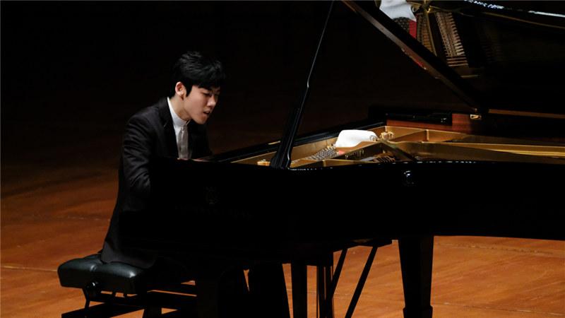 青年钢琴家张昊辰(演出照片) 王小京/摄