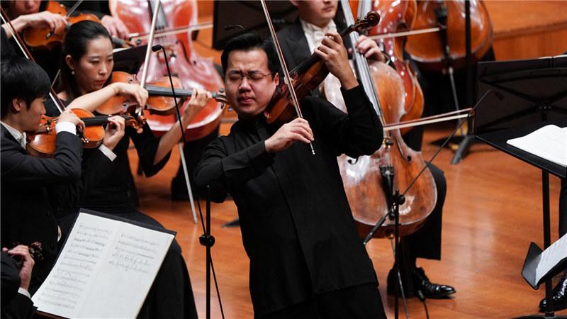 小提琴家宁峰(演出照片) 王小京/摄