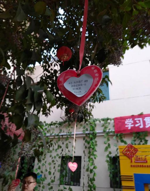 如今的咸东社区已是人人称赞的文明社区。