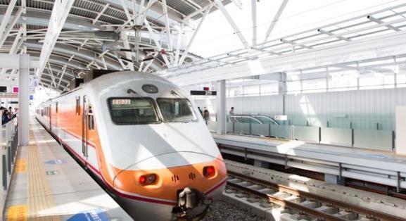 """台铁""""自强号""""列车"""