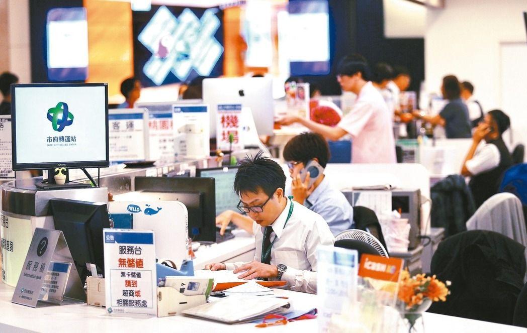 """台湾""""一例一休""""拟""""修法""""。(图片来源:台湾《联合报》)"""