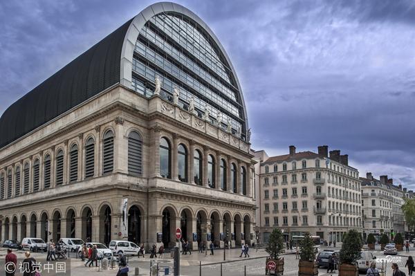 法国里昂,-阿尔卑斯山歌剧院的入口。