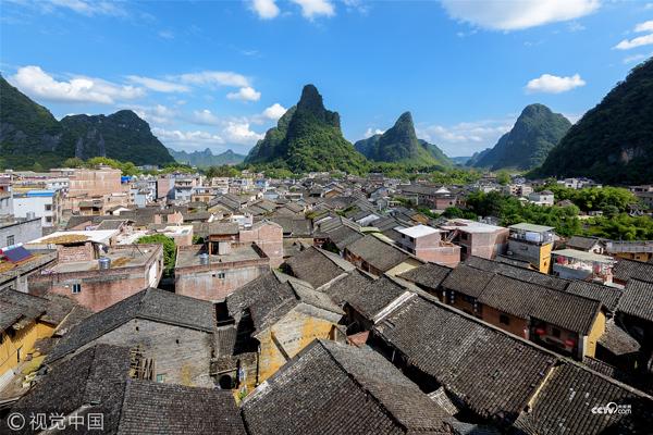 广西壮族自治区贺州市,天气晴朗,在黄姚古镇市场旅舍天台观看古镇的全景。
