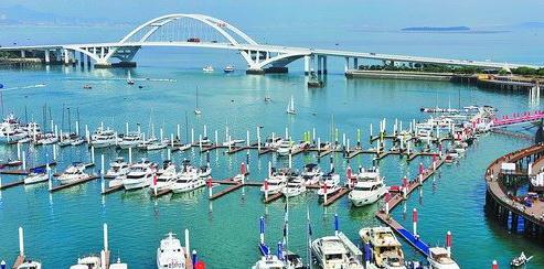 厦门海洋经济不断发展壮大,图为五缘湾游艇码头